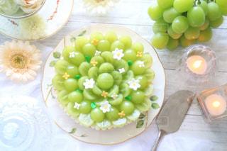 テーブルの上に食べ物の束の写真・画像素材[790345]