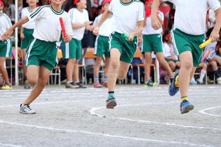 サッカーのゲームの若い男性のグループの写真・画像素材[808161]