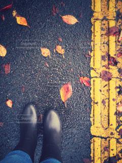 地面に靴のグループの写真・画像素材[816976]