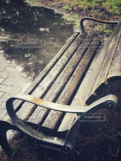 近くのベンチの上の写真・画像素材[816986]