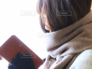近くの女性のアップの写真・画像素材[898189]