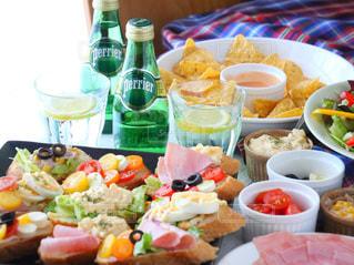 食品の完全なテーブルの写真・画像素材[905941]