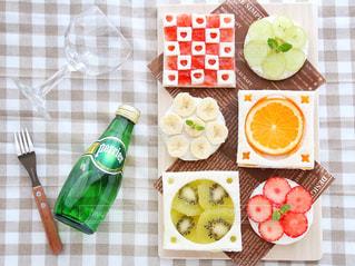食品のさまざまな種類をトッピング テーブルの写真・画像素材[912673]