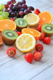 果物皿の上半分にカットの写真・画像素材[924713]