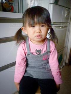 ピンクのシャツの女の子の写真・画像素材[952384]