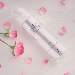 テーブルの上のピンクの花 - No.978009