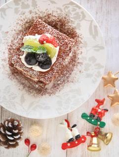 皿の上のケーキの一部の写真・画像素材[1045584]