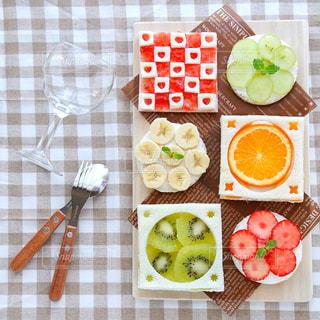 食品のさまざまな種類をトッピング テーブルの写真・画像素材[1045757]