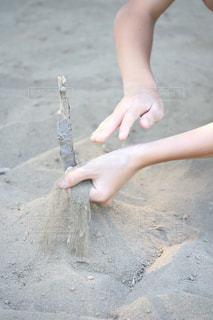 砂の中の人の写真・画像素材[1047948]