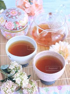 テーブルの上のコーヒー カップ - No.1053767