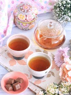食品とコーヒーのカップのプレートの写真・画像素材[1053832]