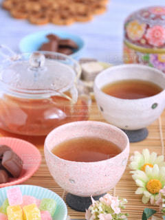 食品とコーヒーのカップのプレートの写真・画像素材[1053838]