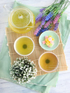 花,休憩,癒し,急須,ティータイム,お茶,テーブルフォト,緑茶,日本茶,グリーンティー,湯呑み,湯のみ,砂糖菓子