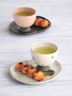 和菓子,休憩,癒し,ティータイム,お茶,テーブルフォト,お団子,緑茶,日本茶,みたらし団子,グリーンティー,湯呑み,湯のみ