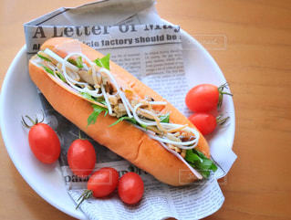 ホットドッグと食品のプレートの写真・画像素材[1146881]