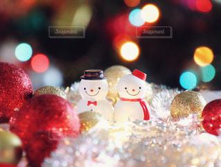 近くにクリスマス ツリーのアップの写真・画像素材[1219937]