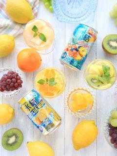氷結レモンとパイナップルの写真・画像素材[1324617]