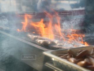 肉を焼いているところの写真・画像素材[1786244]