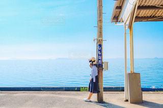 下灘駅にいる女性の写真・画像素材[1267740]