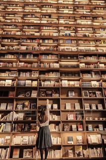 図書室の人の写真・画像素材[1598123]
