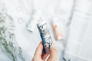 歯ブラシを持つ手の写真・画像素材[2229673]