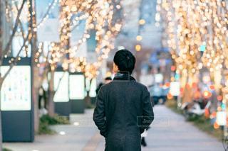 男性,風景,屋外,イルミネーション,人,明るい,通り,グランフロント大阪,シャンパンゴールド