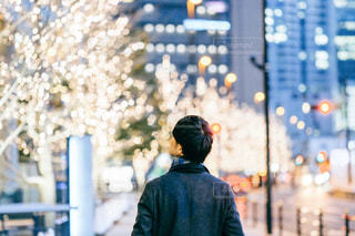 男性,風景,屋外,イルミネーション,都会,人,明るい,グランフロント大阪,シャンパンゴールド