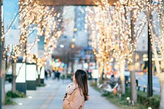 女性,風景,屋外,大阪,イルミネーション,人,歩道,梅田,明るい,通り,グランフロント大阪,シャンパンゴールド