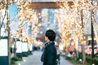 男性,風景,大阪,イルミネーション,都会,人,梅田,明るい,グランフロント大阪,シャンパンゴールド