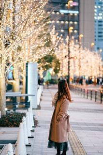 女性,1人,風景,屋外,大阪,イルミネーション,都会,人,歩道,梅田,グランフロント大阪,シャンパンゴールド