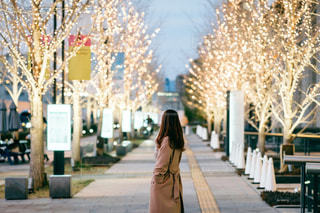 女性,風景,屋外,大阪,イルミネーション,人,歩道,梅田,グランフロント大阪,シャンパンゴールド