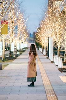 女性,ファッション,風景,屋外,大阪,イルミネーション,道,歩道,梅田,グランフロント大阪,シャンパンゴールド