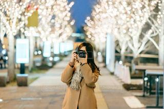 女性,ファッション,風景,カメラ,屋外,大阪,イルミネーション,人,梅田,グランフロント大阪,シャンパンゴールド