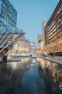 空,建物,屋外,水面,反射,イルミネーション,都会,グランフロント,シャンパンゴールド