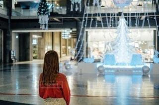 女性,屋内,イルミネーション,都会,人,グランフロント,シャンパンゴールド,クリスマス ツリー