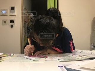 屋内,室内,中学生,勉強,手書き,自習,自宅学習