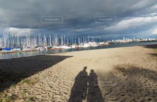 空,世界の絶景,砂浜,海辺,影,カナダ,2人