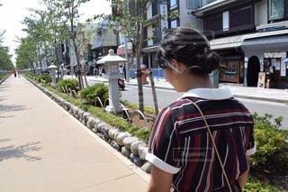 通りを歩く女性の写真・画像素材[720664]