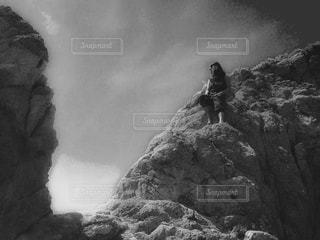 近くに岩山のアップ - No.823854