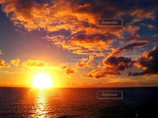 水の体に沈む夕日 - No.956452