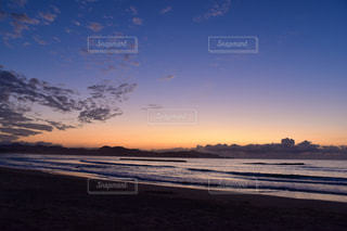 夕焼けの海岸の写真・画像素材[1863890]