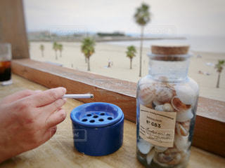 木製テーブルの上のコーヒー カップの写真・画像素材[729383]