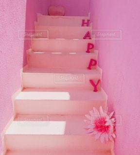ピンクの階段の写真・画像素材[1819326]