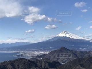 雪の覆われた山々 の景色の写真・画像素材[1122969]