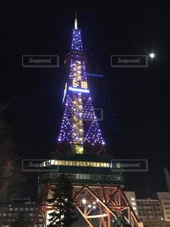 クロック タワーは夜ライトアップの写真・画像素材[885181]
