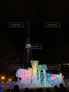 クロック タワーは夜ライトアップ - No.885198