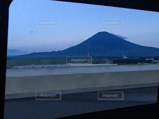 山の中腹にサインの写真・画像素材[1116246]