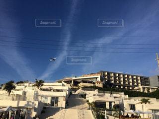 都市に凧の飛行の人々 のグループの写真・画像素材[1116252]