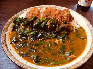 肉と皿の上の野菜スープの写真・画像素材[1280000]
