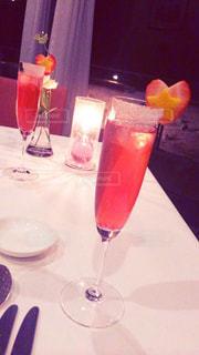 テーブル ワインのグラスの写真・画像素材[928168]